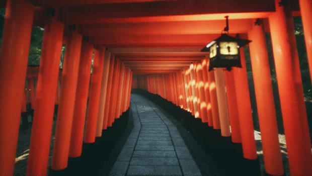Explore-Kyotos-Red-Gates620b.jpg